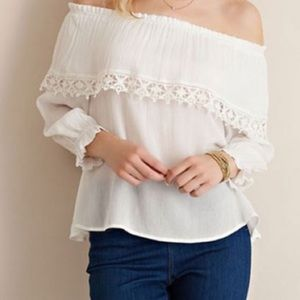 ✨New off the shoulder flowy blouse